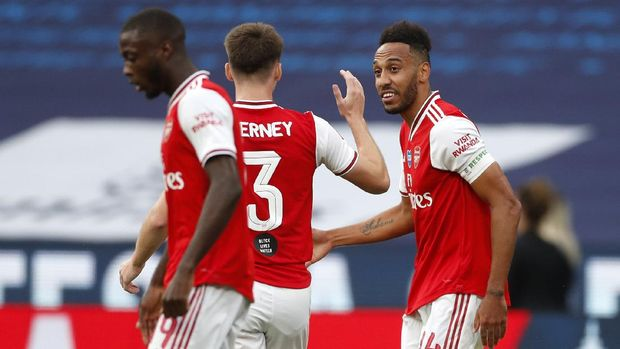 Arsenal's Pierre-Emerick Aubameyang, right, is congratulated by Kieran Tierney after scoring his team's first goal during the FA Cup semifinal soccer match between Arsenal and Manchester City at Wembley in London, England, Saturday, July 18, 2020. (AP Photo/Matt Childs,Pool)