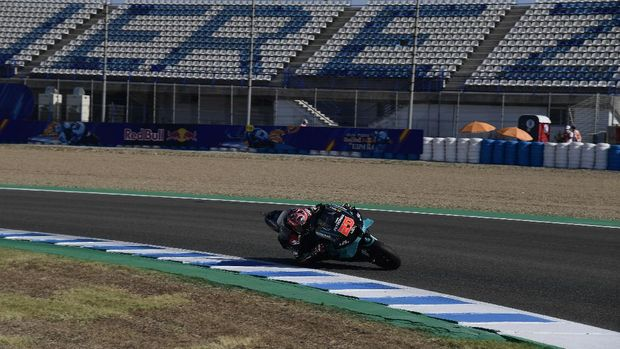 Petronas Yamaha SRT's French rider Fabio Quartararo rides during the third MotoGP free practice session of the Spanish Grand Prix at the Jerez racetrack in Jerez de la Frontera on July 18, 2020. (Photo by JAVIER SORIANO / AFP)