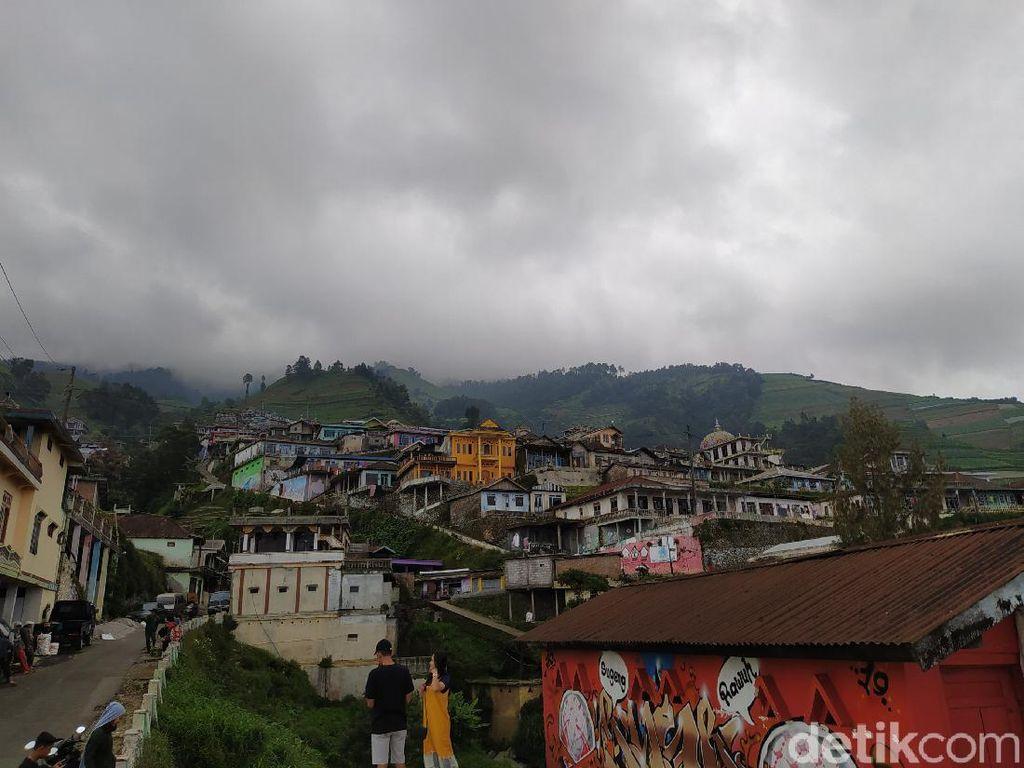Video Mirip Nepal di Kaki Gunung Sumbing Viral, Ganjar Terpesona