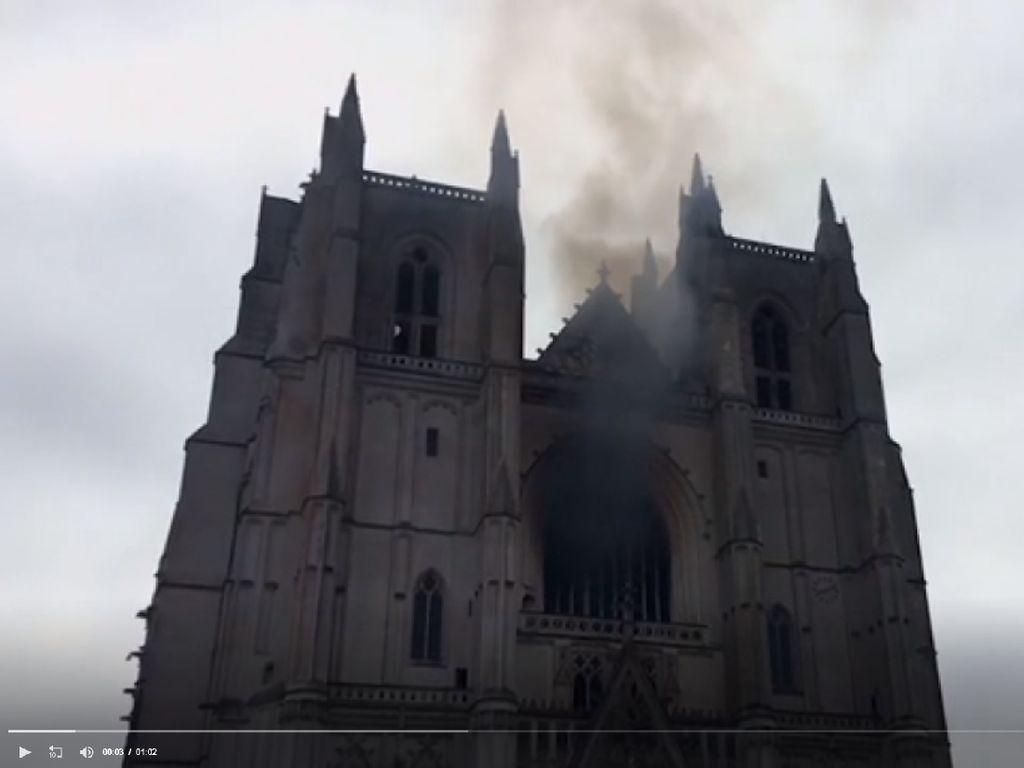 Terduga Pembakar Gereja Katedral Gothic Nantes Prancis Ditangkap