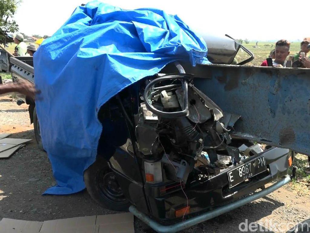 Mobil Pikap Tabrak Truk Kontainer di Pantura Subang, 3 Orang Tewas