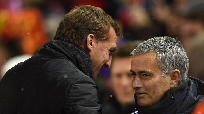 LIVERPOOL, ENGLAND - JANUARY 20:  Brendan Rodgers, manager of Liverpool greets Jose Mourinho manager of Chelsea during the Capital One Cup Semi-Final first leg match between Liverpool and Chelsea at Anfield on January 20, 2015 in Liverpool, England.  (Photo by Michael Regan/Getty Images)