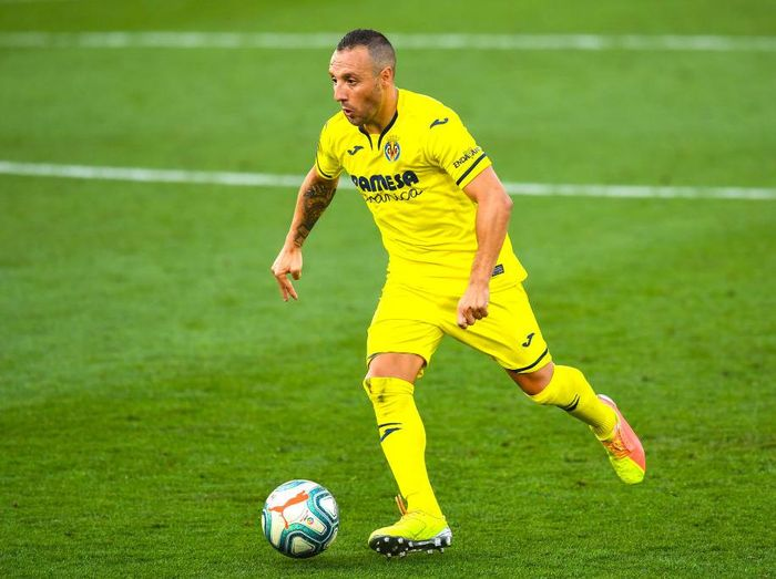 VILLAREAL, SPAIN - JULY 19: Santi Cazorla of Villarreal CF runs with the ball during the Liga match between Villarreal CF and SD Eibar SAD at Estadio de la Ceramica on July 19, 2020 in Villareal, Spain. Football Stadiums around Europe remain empty due to the Coronavirus Pandemic as Government social distancing laws prohibit fans inside venues resulting in all fixtures being played behind closed doors. (Photo by David Ramos/Getty Images)