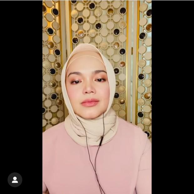 Penyanyi asal Malaysia, Siti Nurhalizah, juga ikut mendengarkan single terbaru BCL dan larut dalam kesedihan.