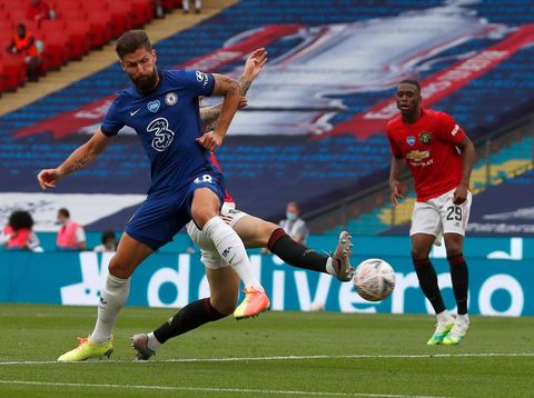 LONDON, ENGLAND - JULY 19: Olivier Giroud of Chelsea scores his teams first goal during the FA Cup Semi Final match between Manchester United and Chelsea at Wembley Stadium on July 19, 2020 in London, England. Football Stadiums around Europe remain empty due to the Coronavirus Pandemic as Government social distancing laws prohibit fans inside venues resulting in all fixtures being played behind closed doors. (Photo by Alastair Grant/Pool via Getty Images)