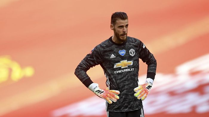Manchester Uniteds goalkeeper David de Gea stands hands on hips after conceding the second goal during the English FA Cup semifinal soccer match between Chelsea and Manchester United at Wembley Stadium in London, England, Sunday, July 19, 2020. (Andy Rain, Pool via AP)