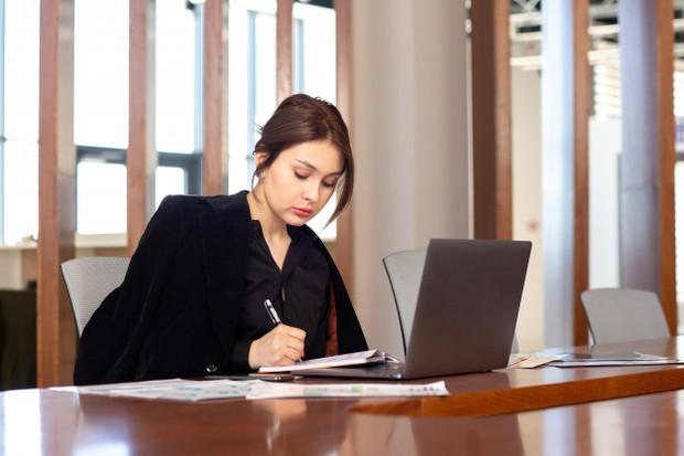 Cara mengembalikan semangat kerja setelah berhenti wfh yaitu jangan menunda pekerjaan