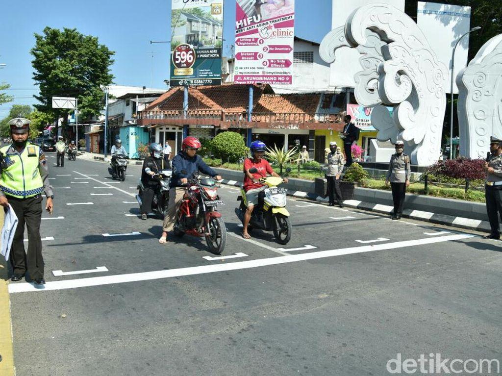 Marka Jaga Jarak Ala MotoGP di Kebumen untuk Cegah COVID-19