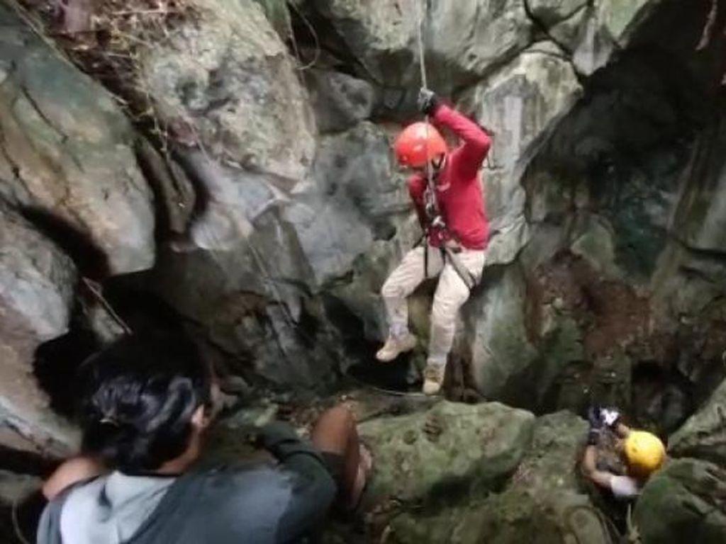 Petualangan Menyusuri Gua Semprong di Tanah Laut, Kalsel
