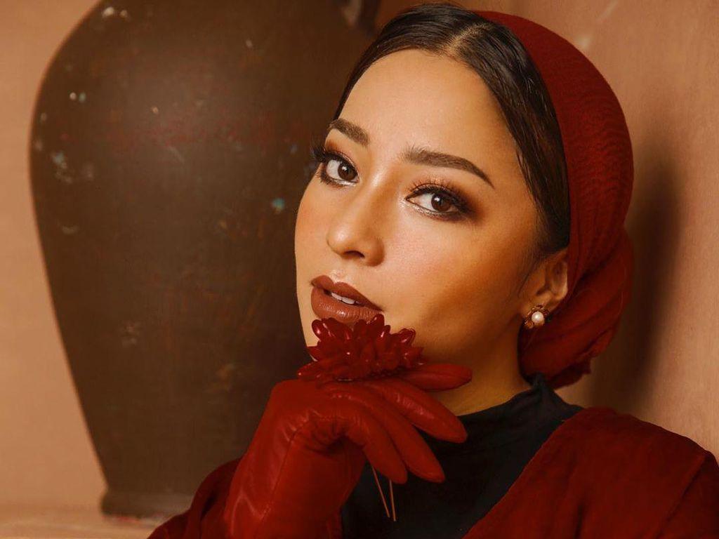 8 Gaya Hijab Jipon Ala Nikita Willy yang Tuai Kritik Netizen