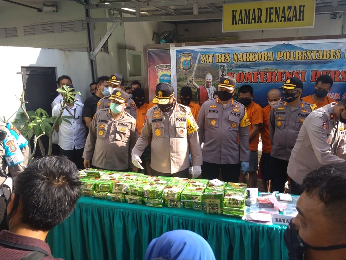 Konferensi pers penangkapan kurir sabu di Medan (Datuk Haris Molana-detikcom)