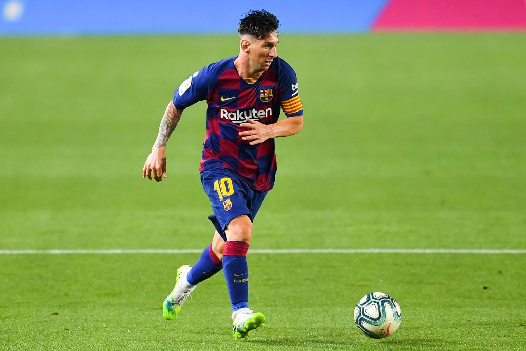 BARCELONA, SPAIN - JUNE 30: Lionel Messi of FC Barcelona runs with the ball during the Liga match between FC Barcelona and Club Atletico de Madrid at Camp Nou on June 30, 2020 in Barcelona, Spain. (Photo by David Ramos/Getty Images)