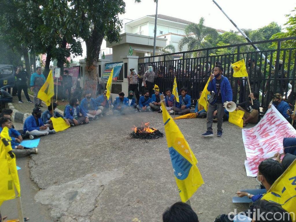 Tuntut Transparansi Dana COVID, Mahasiswa Demo Kantor Dinkes Kabupaten Bogor