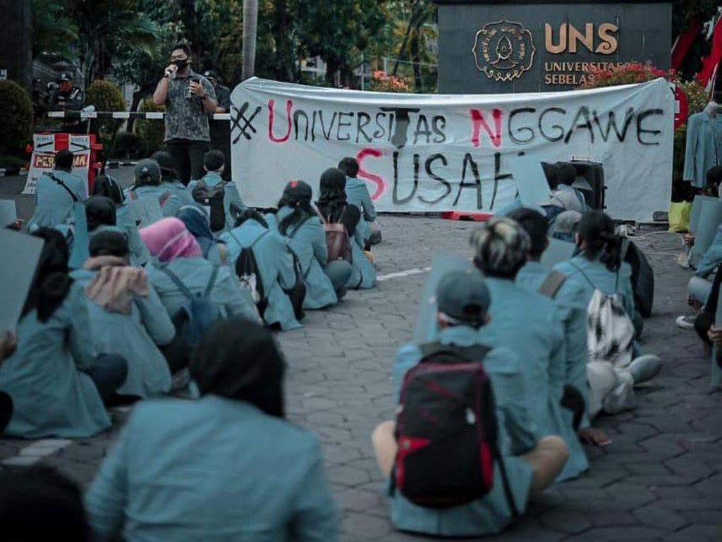 Heboh Mahasiswa UNS Gaungkan #UniversitasNggaweSusah Demi Keringanan UKT