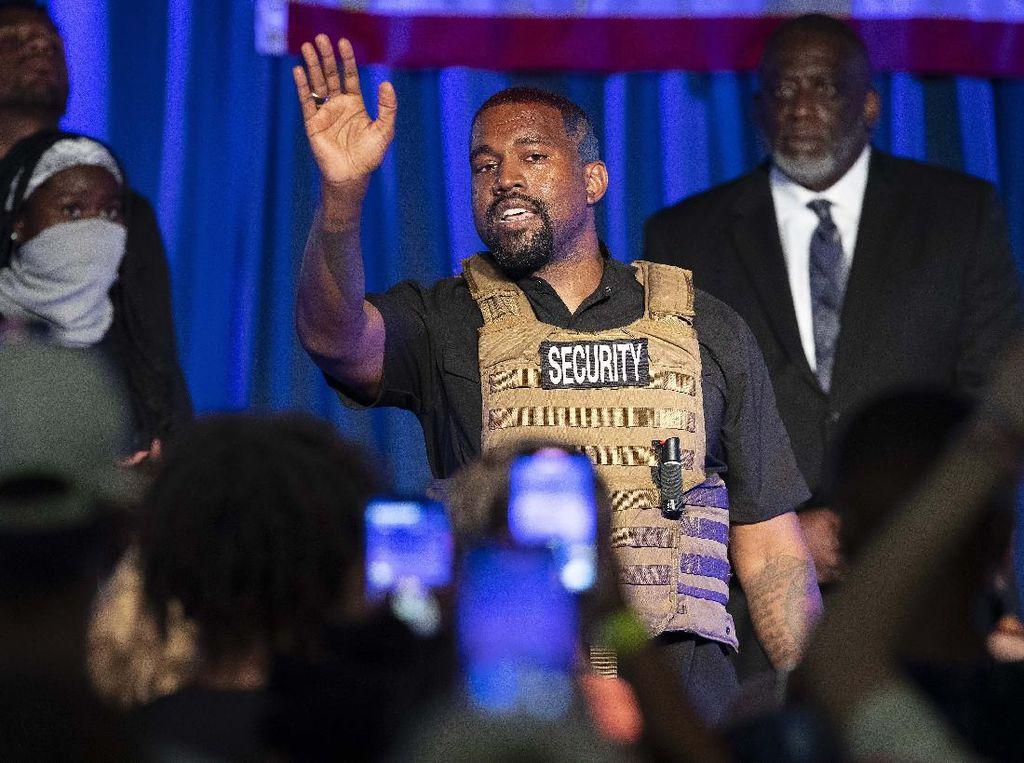 Kanye West Rilis Yeezy Terbaru, Namanya Disebut Hina Islam