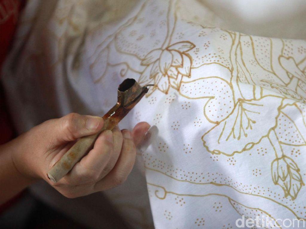 Cara Desainer Bikin Batik Dicintai Pasar Internasional