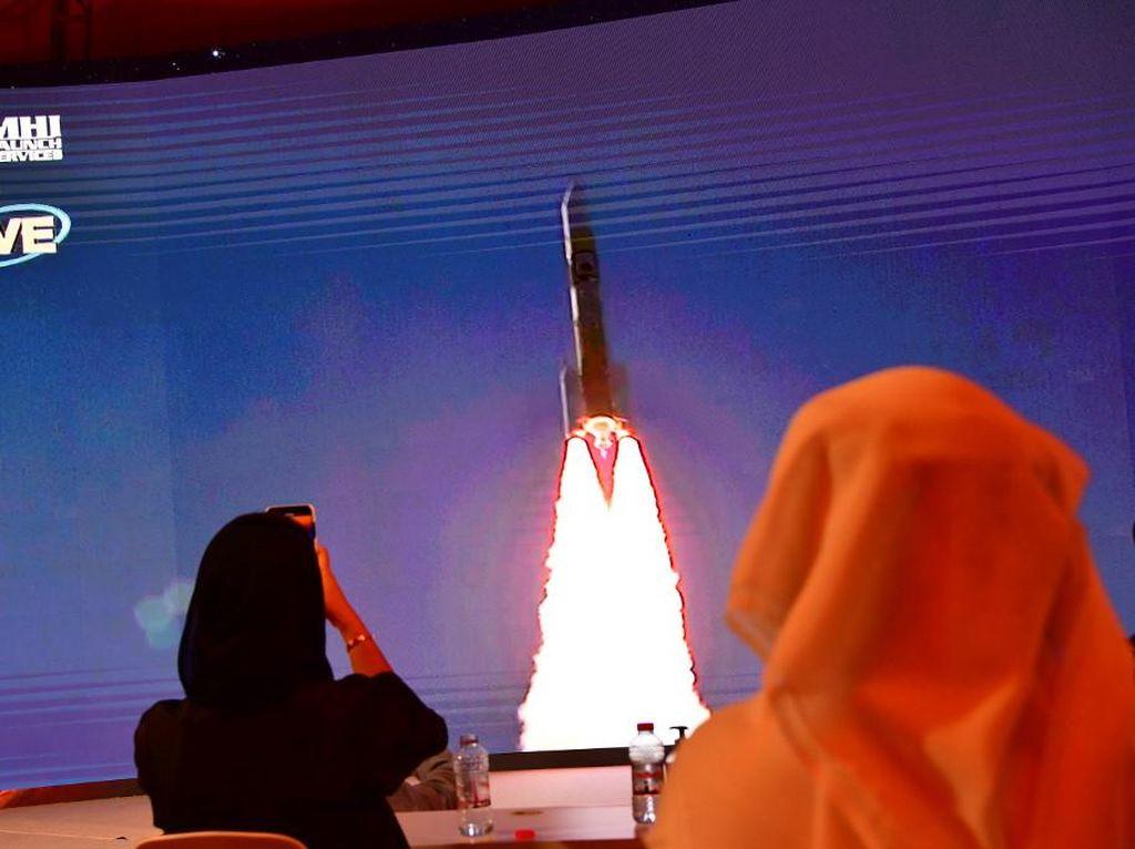 Uni Emirat Arab Luncurkan Misi ke Mars