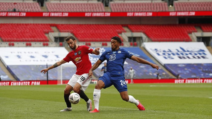 Manchester Uniteds Bruno Fernandes, left, and Chelseas Reece James battle for the ball during the English FA Cup semifinal soccer match between Chelsea and Manchester United at Wembley Stadium in London, England, Sunday, July 19, 2020. (AP Photo/Alastair Grant, Pool)