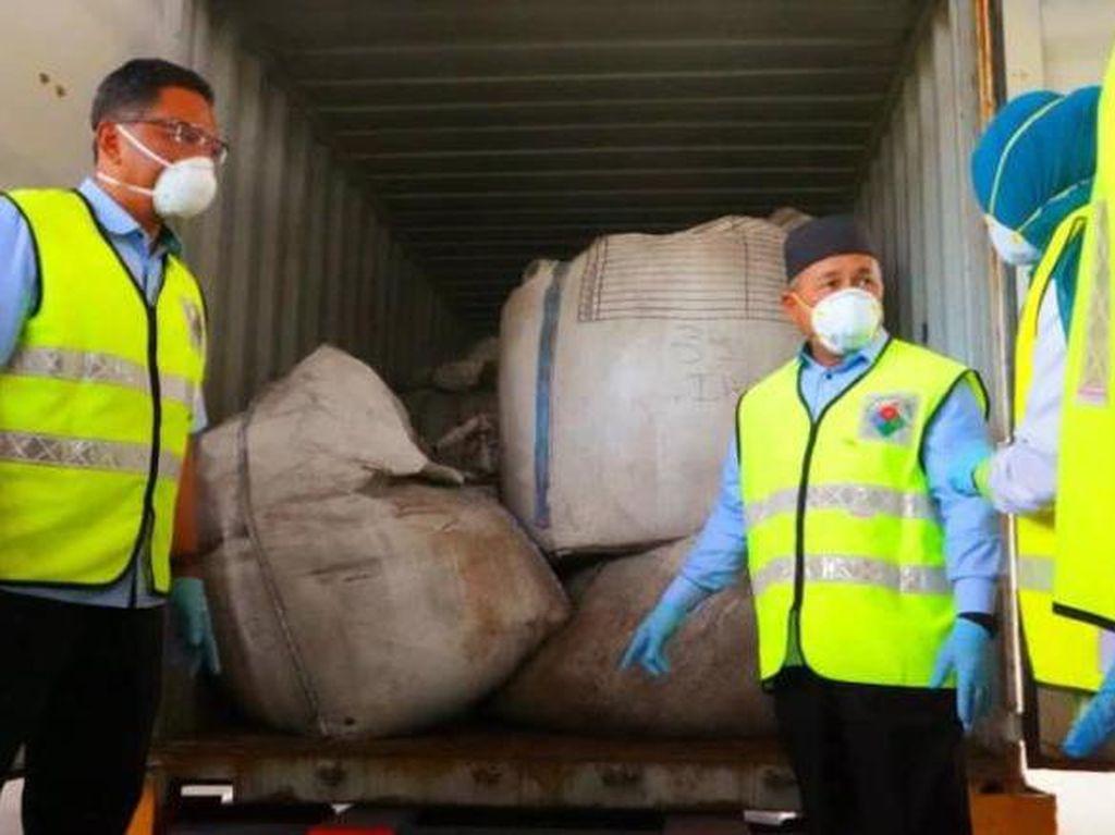 Malaysia Temukan 1.800 Ton Limbah Beracun Tujuan Indonesia