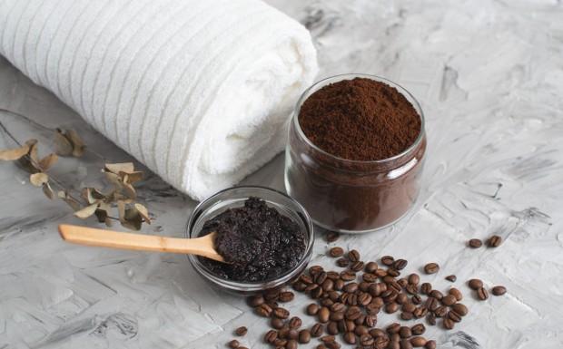 Ampas kopi dapat mengangkat sel kulit mati