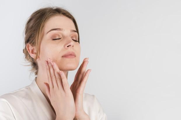 Review Somethinc Niacinamide + Moisture Beet Serum untuk mencerahkan kulit kusam.