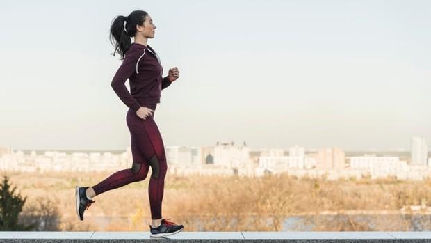 Berolahraga akan membuat tubuh tetap semangat untuk bekerja di malam hari.