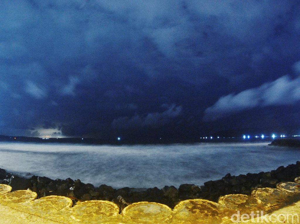 Begini Pesona Pantai Pangandaran di Malam Hari