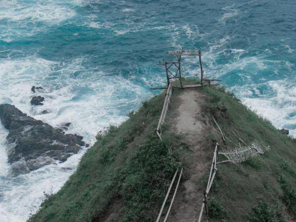 Keindahan Pantai Siung yang Eksotis dari Bukit Pengilon