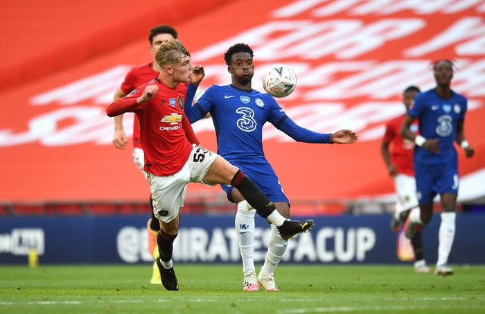 LONDON, ENGLAND - JULY 19: Callum Hudson-Odoi of Chelsea  battles for possession with  Brandon Williams of Manchester United  during the FA Cup Semi Final match between Manchester United and Chelsea at Wembley Stadium on July 19, 2020 in London, England. Football Stadiums around Europe remain empty due to the Coronavirus Pandemic as Government social distancing laws prohibit fans inside venues resulting in all fixtures being played behind closed doors. (Photo by Andy Rain/Pool via Getty Images)