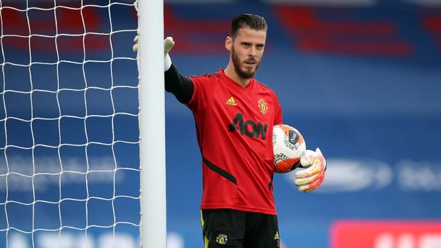 LONDON, ENGLAND - JULY 16: David De Gea of Manchester United warms up prior to the Premier League match between Crystal Palace and Manchester United at Selhurst Park on July 16, 2020 in London, England. Football Stadiums around Europe remain empty due to the Coronavirus Pandemic as Government social distancing laws prohibit fans inside venues resulting in all fixtures being played behind closed doors. (Photo by Peter Cziborra/Pool via Getty Images)