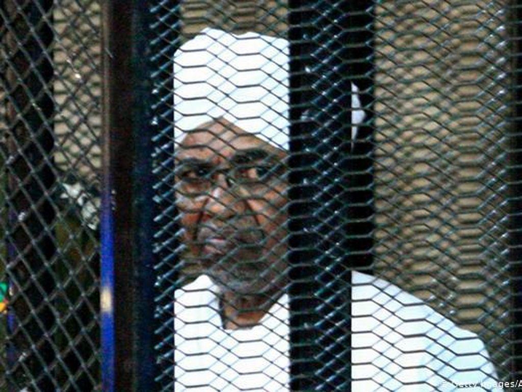 Sudan Mulai Adili Bekas Penguasa Otoriter Omar al-Bashir