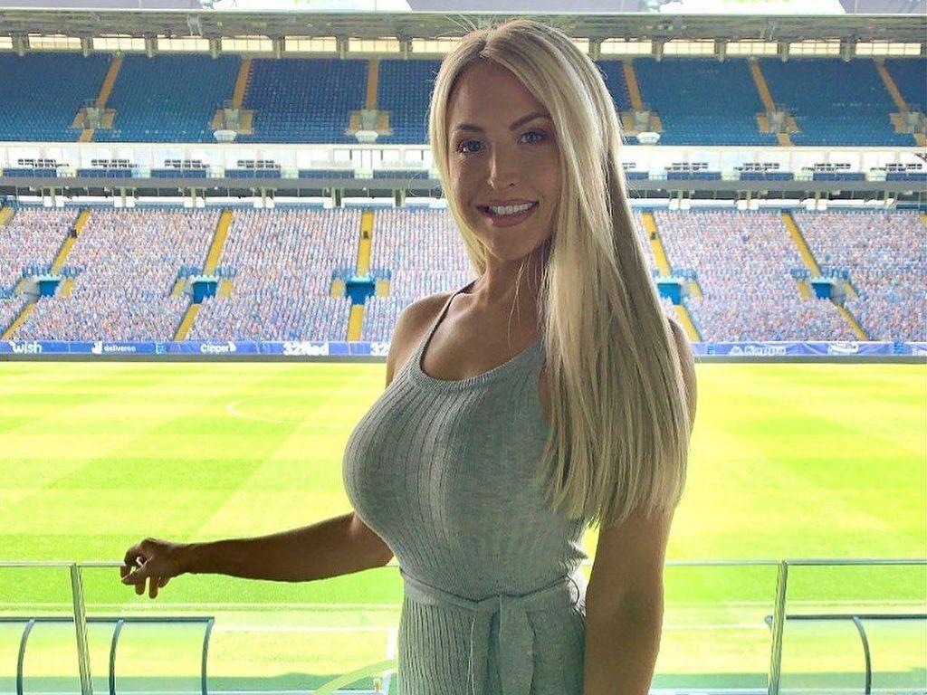 Leeds United Promosi ke Premier League, Si Cantik Ini Dinanti