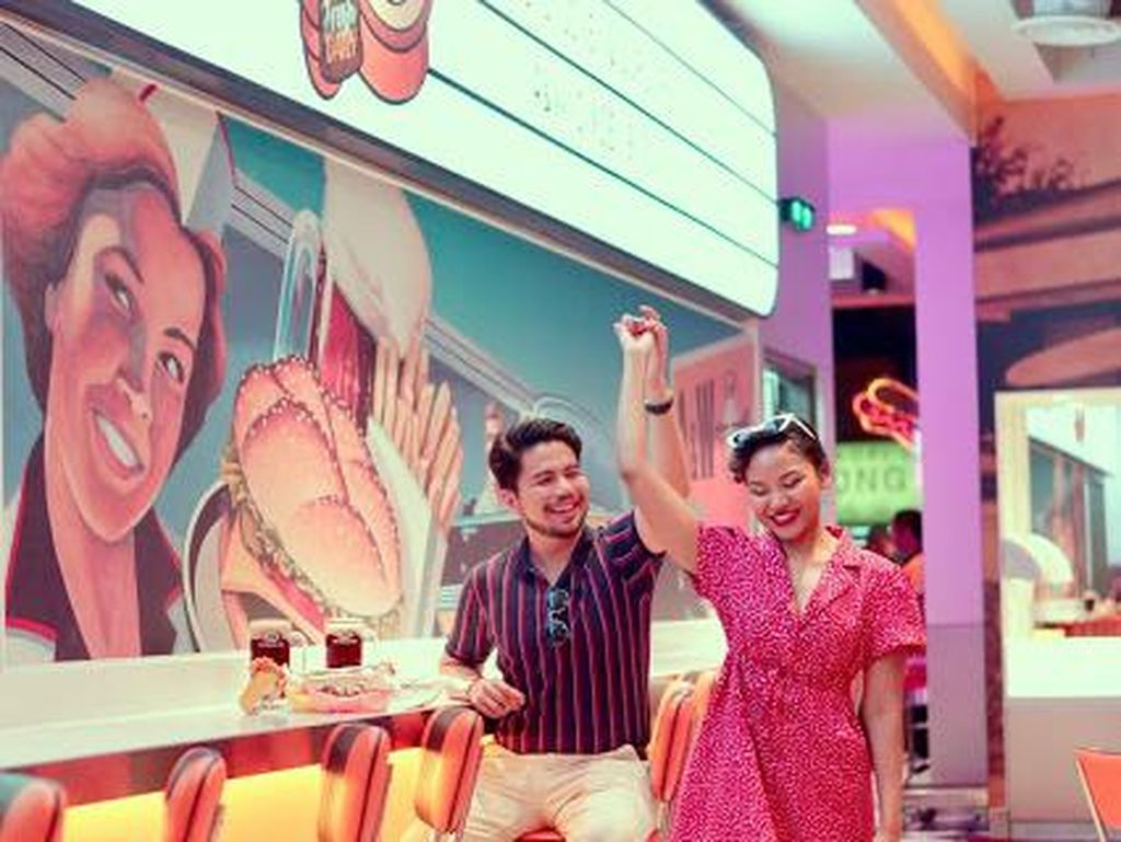 Keren! Restoran A&W di Malaysia Ini Berdesain Retro