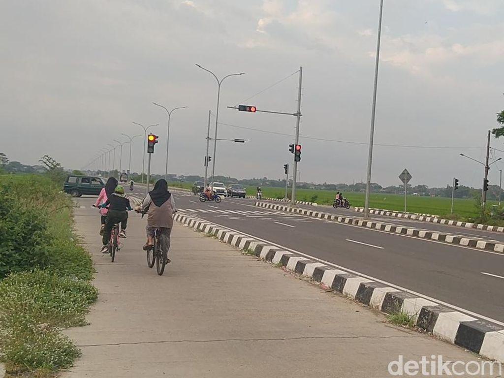 Ternyata Lokasi Emak-emak Main TikTok Sama dengan Bocah Sepedaan di Exit Tol