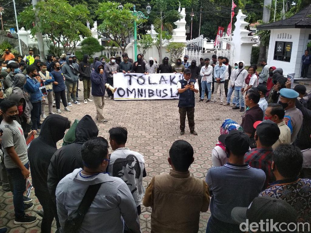 Mahasiswa-Wakil Rakyat Cirebon Sepakat Tolak RUU Omnibus Law