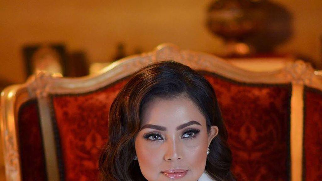 7 Penampilan Cetar Mayangsari, Istri Bambang Trihatmodjo Come Back Nyanyi