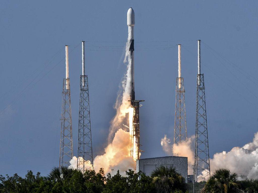 Korsel Luncurkan Satelit Militer Pertama ke Luar Angkasa