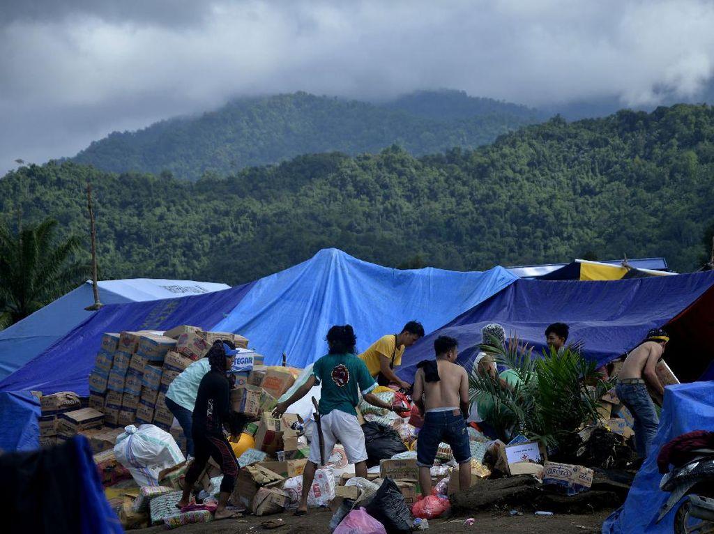 TNI AU Bantu Distribusi 6 Ton Logistik untuk Korban Banjir Masamba