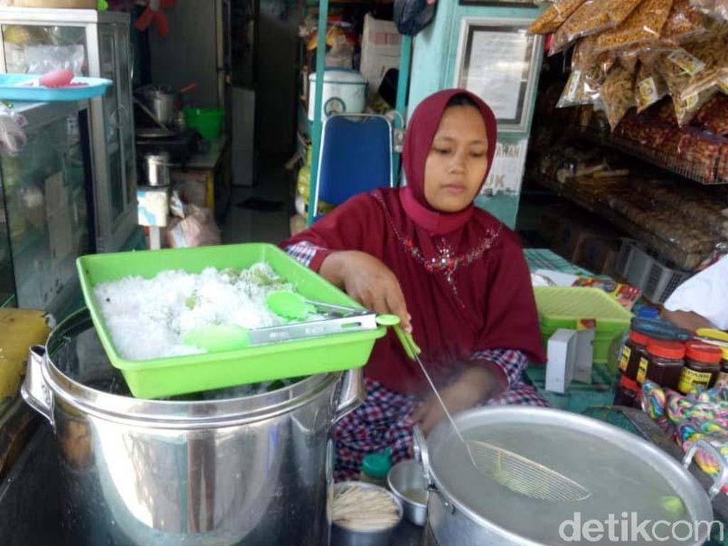 Klepon Disebut Jajanan Tak Islami, Pedagang di Pasuruan Meradang