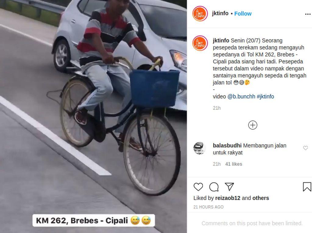 Santuy Banget Pesepeda Ini Gowes di Jalan Tol