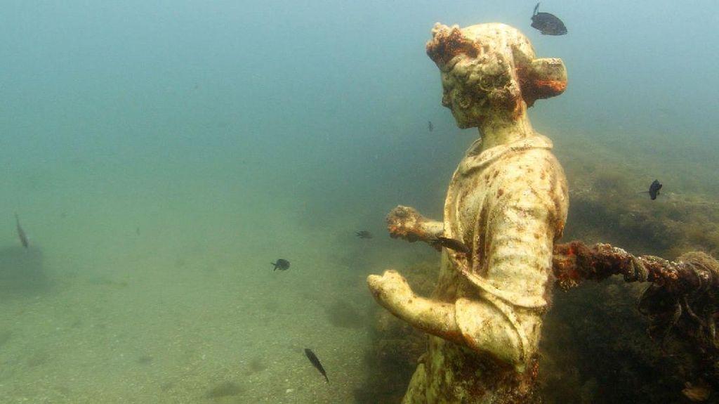 Surga Dunia yang Tenggelam di Bawah Laut Italia
