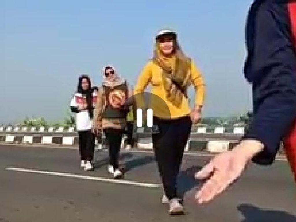 Update Terbaru dari Viral Emak-emak Main TikTok di Exit Tol