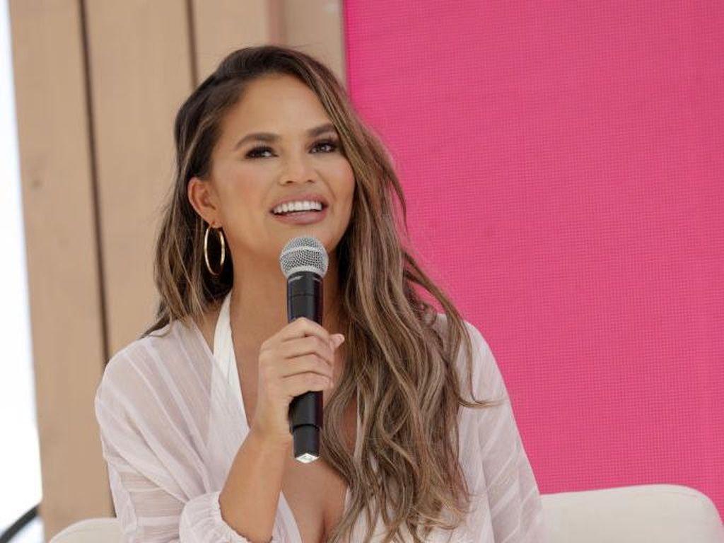 Chrissy Teigen Minta Joe Biden Unfollow Twitternya