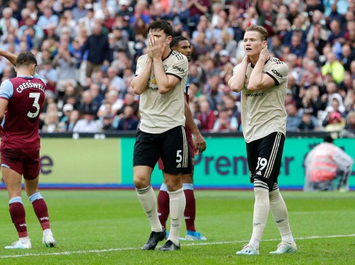 LONDON, ENGLAND - SEPTEMBER 22: Harry Maguire of Manchester United and Scott McTominay react during the Premier League match between West Ham United and Manchester United at London Stadium on September 22, 2019 in London, United Kingdom. (Photo by Henry Browne/Getty Images)