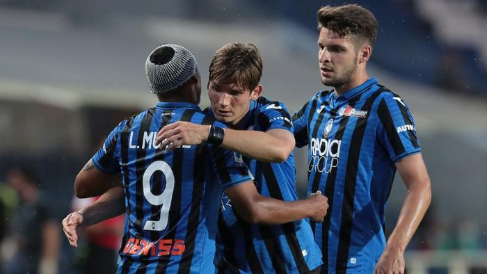 BERGAMO, ITALY - JULY 21:  Luis Muriel of Atalanta BC celebrates with his team-mates Marten De Roon (C) and Berat Djimsiti (R) after scoring the opening goal during the Serie A match between Atalanta BC and Bologna FC at Gewiss Stadium on July 21, 2020 in Bergamo, Italy.  (Photo by Emilio Andreoli/Getty Images)