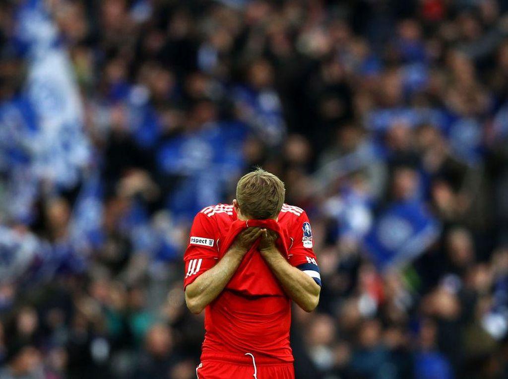 Trofi Liga Inggris Penyembuh Luka Lama Gerrard akibat Kepleset