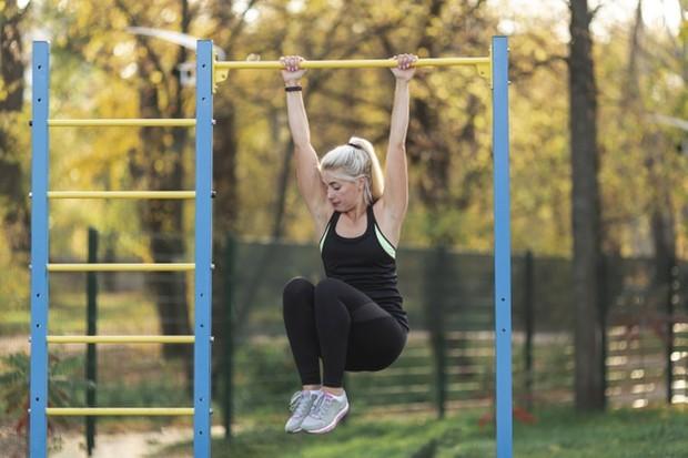 Pull up atau yang disebut bergelantungan bukan hanya bagus untuk meningkatkan tinggi badan secara alami.