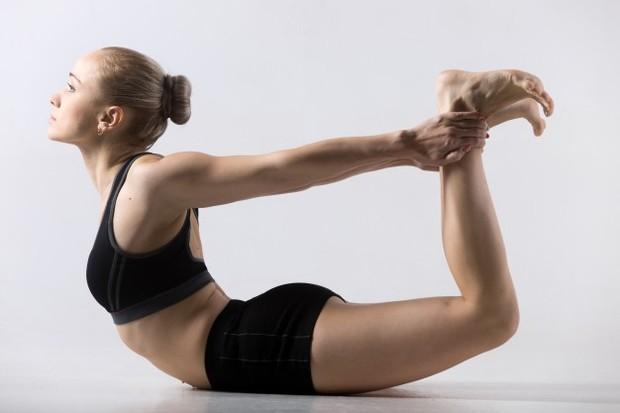 Gerakan back up merupakan kebalikan dari sit up. Back up dimulai dengan menghadapkan tubuh pada tanah. Sebaiknya minta bantuan orang lain untuk menahan kaki.
