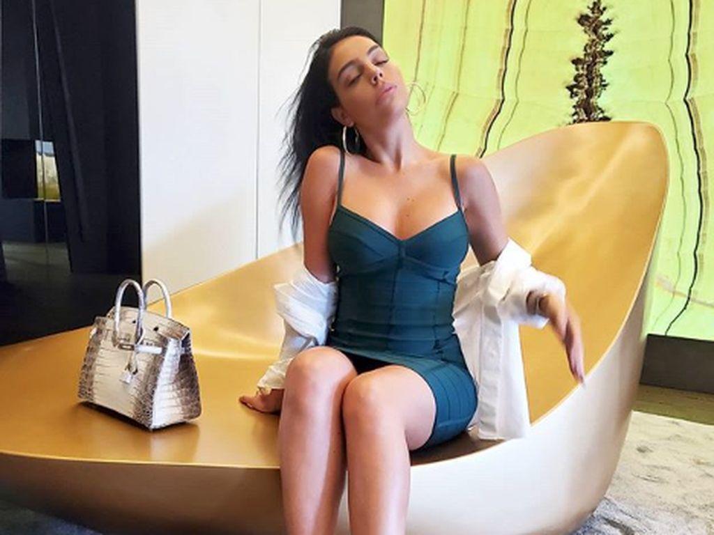 Gaya Seksi Georgina Rodrigez, Pacar Cristiano Ronaldo