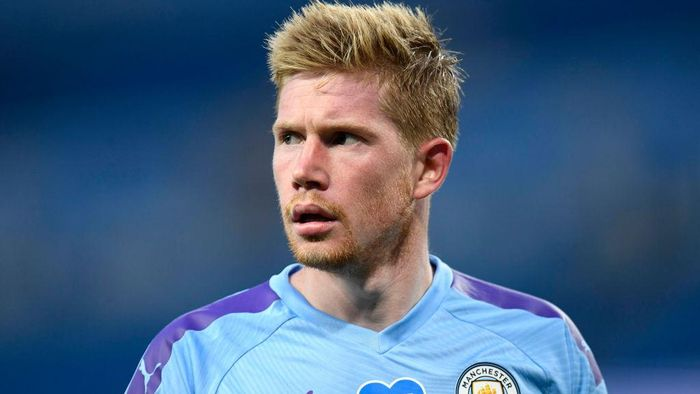 MANCHESTER, ENGLAND - JULY 02: Kevin De Bruyne of Manchester City looks on during the Premier League match between Manchester City and Liverpool FC at Etihad Stadium on July 02, 2020 in Manchester, England. Football Stadiums around Europe remain empty due to the Coronavirus Pandemic as Government social distancing laws prohibit fans inside venues resulting in all fixtures being played behind closed doors. (Photo by Peter Powell/Pool via Getty Images)